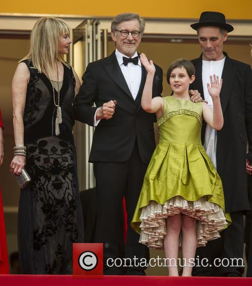 Kate Capshaw, Steven Spielberg, Ruby Barnhill and Mark Rylance 7