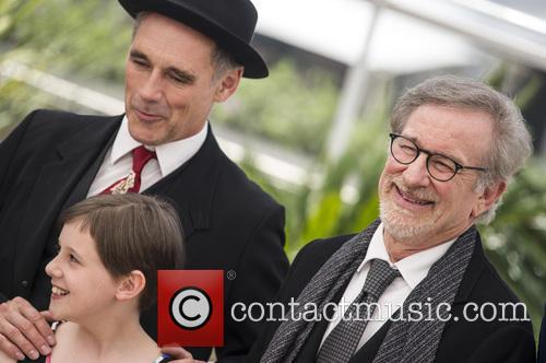 Mark Rylance, Ruby Barnhill and Steven Spielberg 7