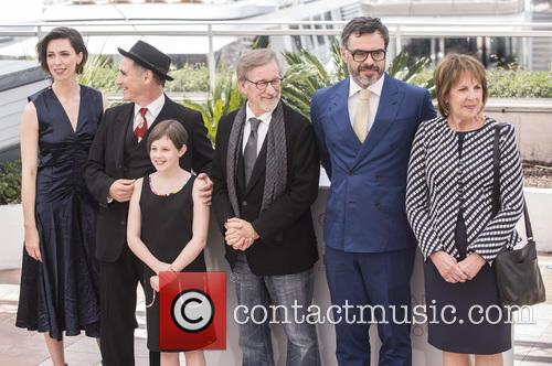 Rebecca Hall, Mark Rylance, Steven Spielberg, Ruby Barnhill and Penelope Wilton 10
