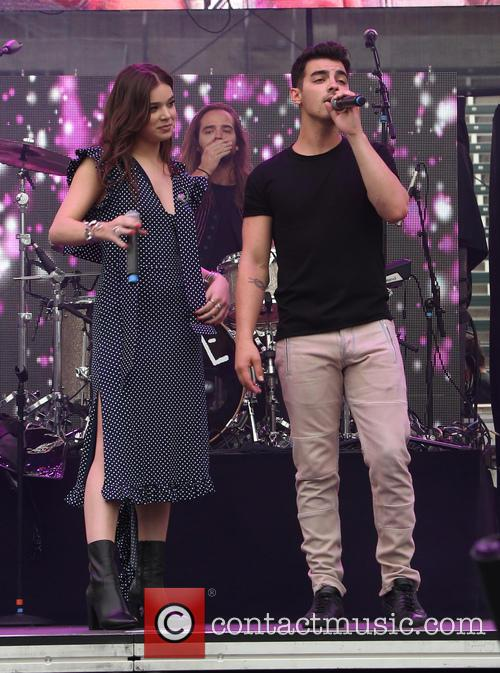 Hailee Steinfeld and Joe Jonas 7