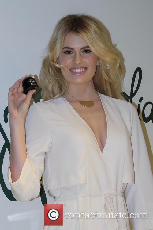 Adriana Abenia 2