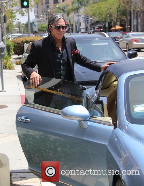 Mickey Rourke gets lunch at Caffe Roma in...