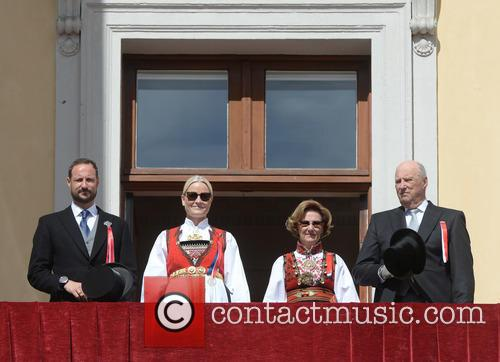 King Harald V, Queen Sonja, Crown Princess Mette- Marit and Crown Prince Haakon 5