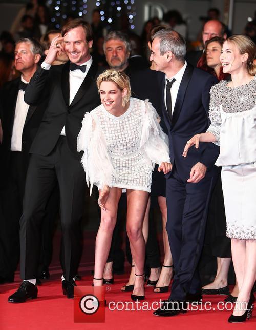 Kristen Stewart, Lars Eidinger and Olivier Assayas 8