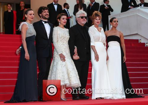Pedro Almodovar, Emma Suarez, Adriana Ugarte, Inma Cuesta, Michelle Jenner and Daniel Grao 4