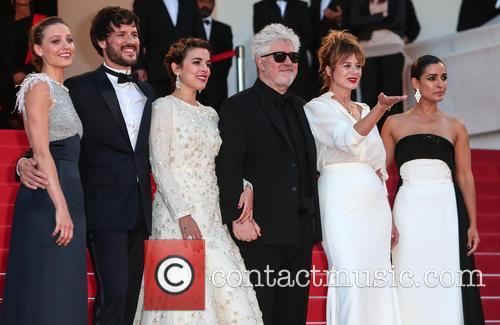 Pedro Almodovar, Emma Suarez, Adriana Ugarte, Inma Cuesta, Michelle Jenner and Daniel Grao 5