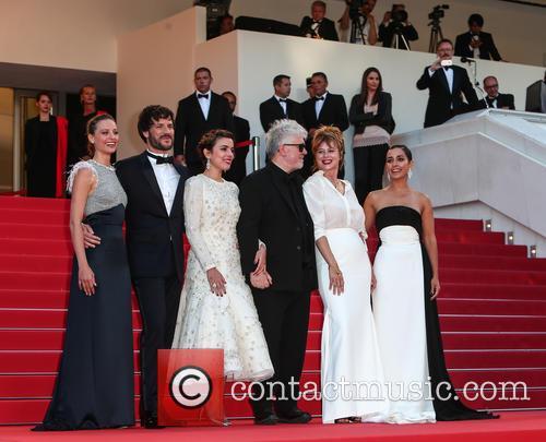 Pedro Almodovar, Emma Suarez, Adriana Ugarte, Inma Cuesta, Michelle Jenner and Daniel Grao 7