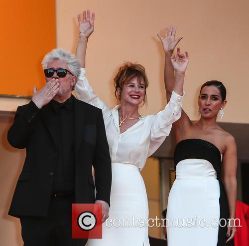 Pedro Almodovar, Emma Suarez and Inma Cuesta 11