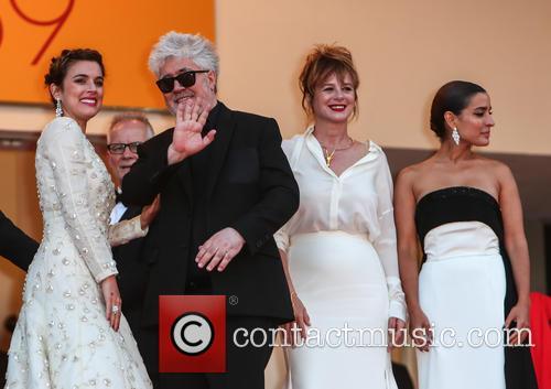Adriana Ugarte, Pedro Almodovar, Emma Suarez and Inma Cuesta 2