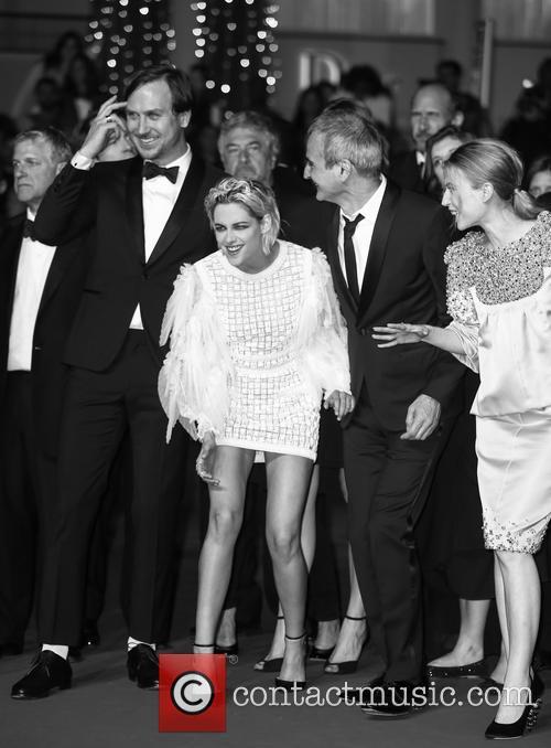 Lars Eidinger, Kristen Stewart, Olivier Assayas and Nora Von Waldstaetten 8