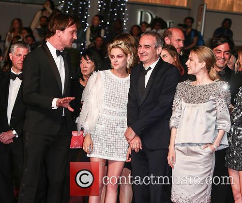 Lars Eidinger, Kristen Stewart, Olivier Assayas and Nora Von Waldstaetten 11