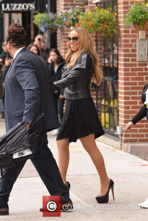 Mariah Carey entering an office in Manhattan