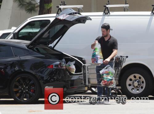 Mike Comrie shopping at Ralphs.