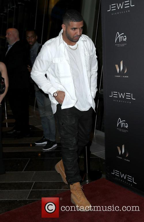 Drake outside Jewel Nightclub