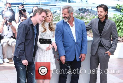 Jean-francois Richet, Erin Moriarty, Mel Gibson and Diego Luna 5