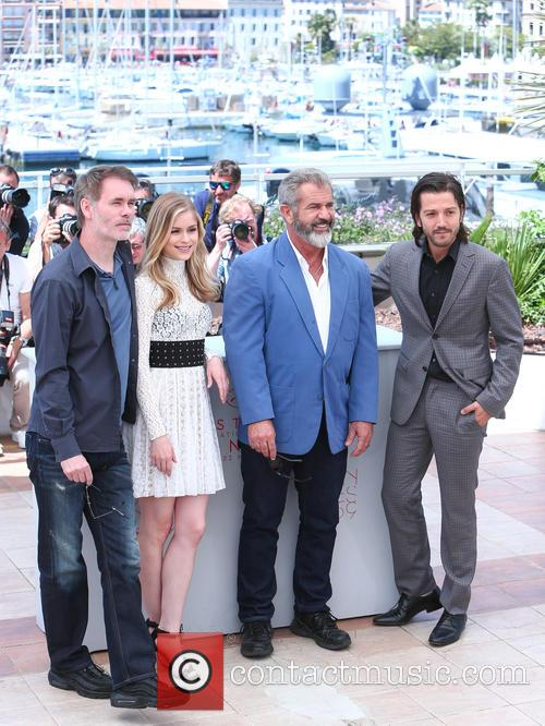 Jean-francois Richet, Erin Moriarty, Mel Gibson and Diego Luna 7