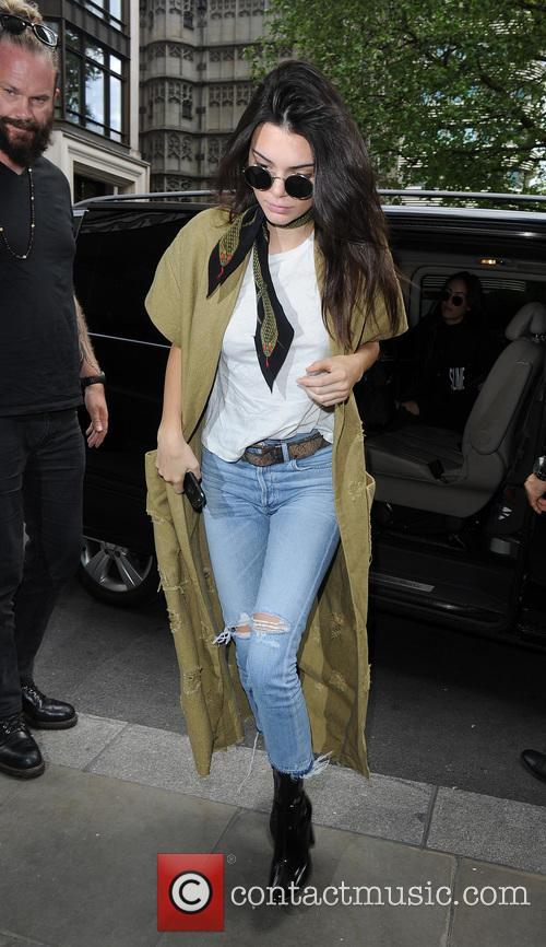 Kendall Jenner Admits To Indulging In Powdered Donuts Each Time She Flies