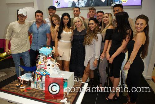 Charlotte Crosby, Holly Hagan, Chloe Etherington, Chantelle Connelly, Marnie Simpson, Sophie Kasaei Aaron Chalmers, Nathan Henry, Scott Timlin, Marty Mckenna, James Tindale and Dan Thomas-tuck 7
