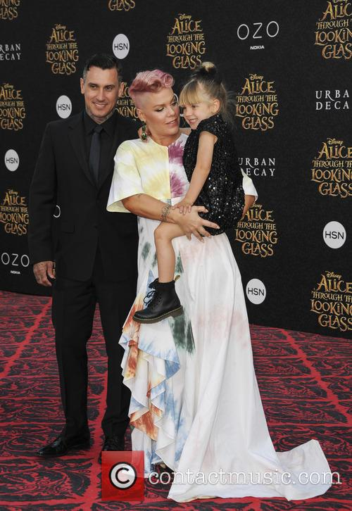 Willow Sage Hart, Carey Hart and Alecia Beth Moore 1