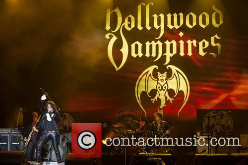 Alice Cooper, Joe Perry, Matt Sorum and Hollywood Vampires 7