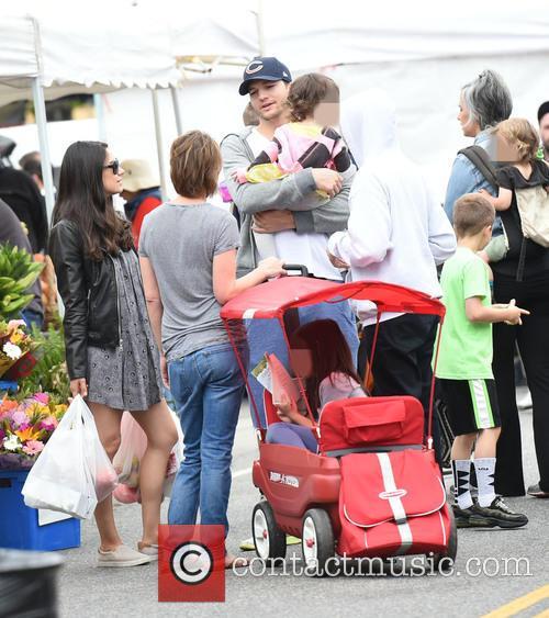 Ashton Kutcher, Mila Kunis, Wyatt Kutcher, Lisa Joyner and Daisy Cryer 3