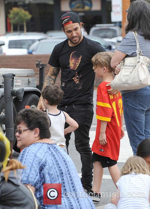 Pete Wentz and Bronx Wentz 3