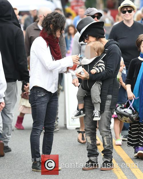 Sara Gilbert, Linda Perry and Rhodes Perry 3