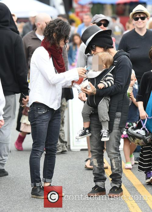 Sara Gilbert, Linda Perry and Rhodes Perry 4