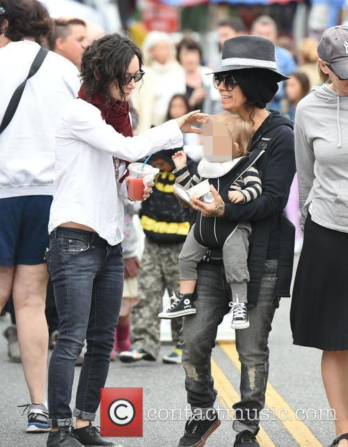 Sara Gilbert, Linda Perry and Rhodes Perry 6