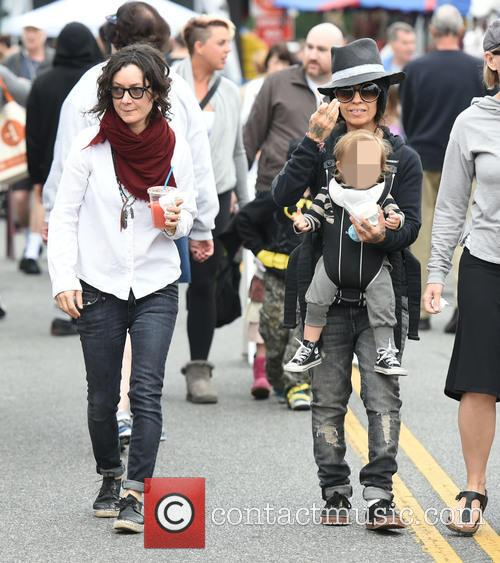 Sara Gilbert, Linda Perry and Rhodes Perry 7