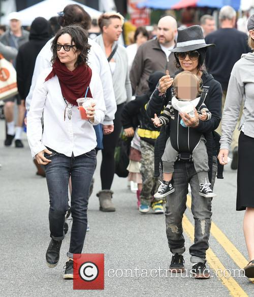 Sara Gilbert, Linda Perry and Rhodes Perry 8