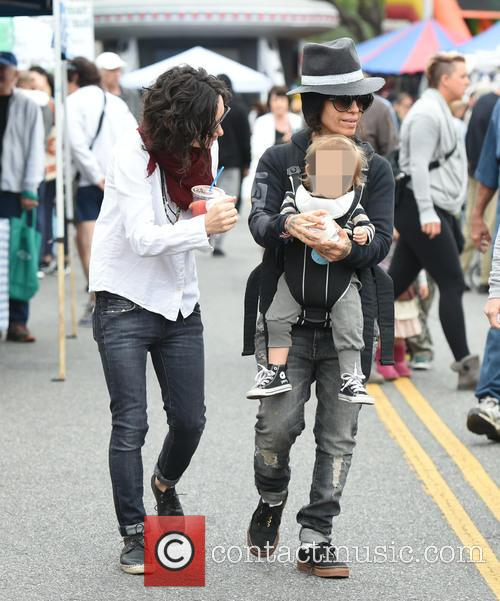 Sara Gilbert, Linda Perry and Rhodes Perry 9