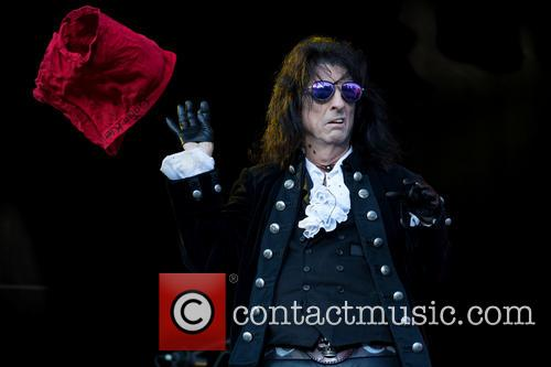 Alice Cooper and Hollywood Vampires 4