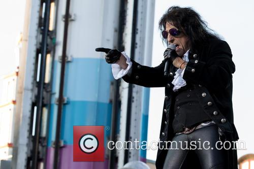 Alice Cooper and Hollywood Vampires 5