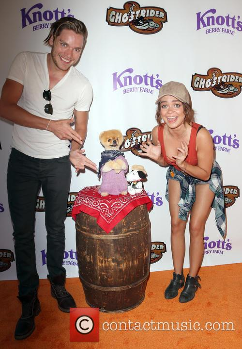 Dominic Sherwood, Sarah Hyland and Jiffpom 3