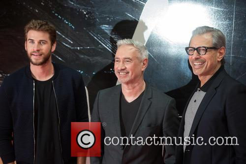 Liam Hemsworth, Jeff Goldblum and Roland Emmerich 6