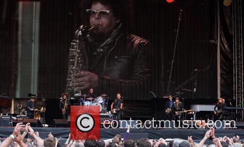Nils Lofgren, Bruce Springsteen, Max Weinberg, Steven Van Zandt and Patti Sciafa 2