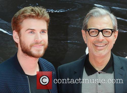Jeff Goldblum and Liam Hemsworth 6