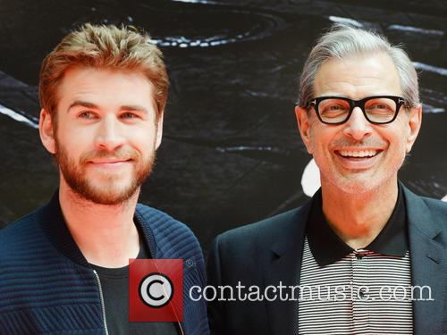 Jeff Goldblum and Liam Hemsworth 7