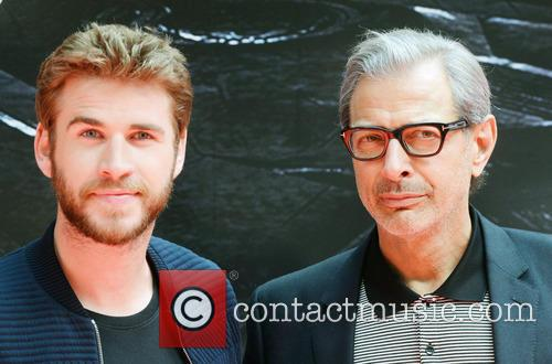 Jeff Goldblum and Liam Hemsworth 8