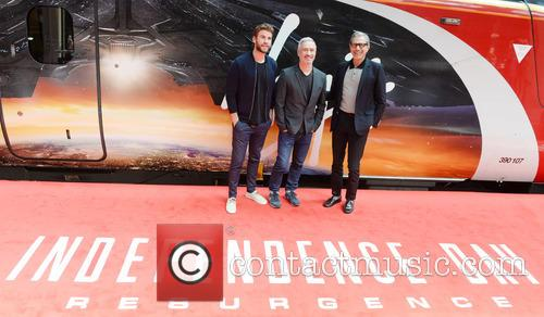 Jeff Goldblum, Liam Hemsworth and Roland Emmerich 9