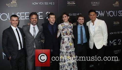 Dave Franco, Mark Ruffalo, Jesse Eisenberg, Lizzy Caplan, Daniel Radcliffe and Jon M. Chu 4
