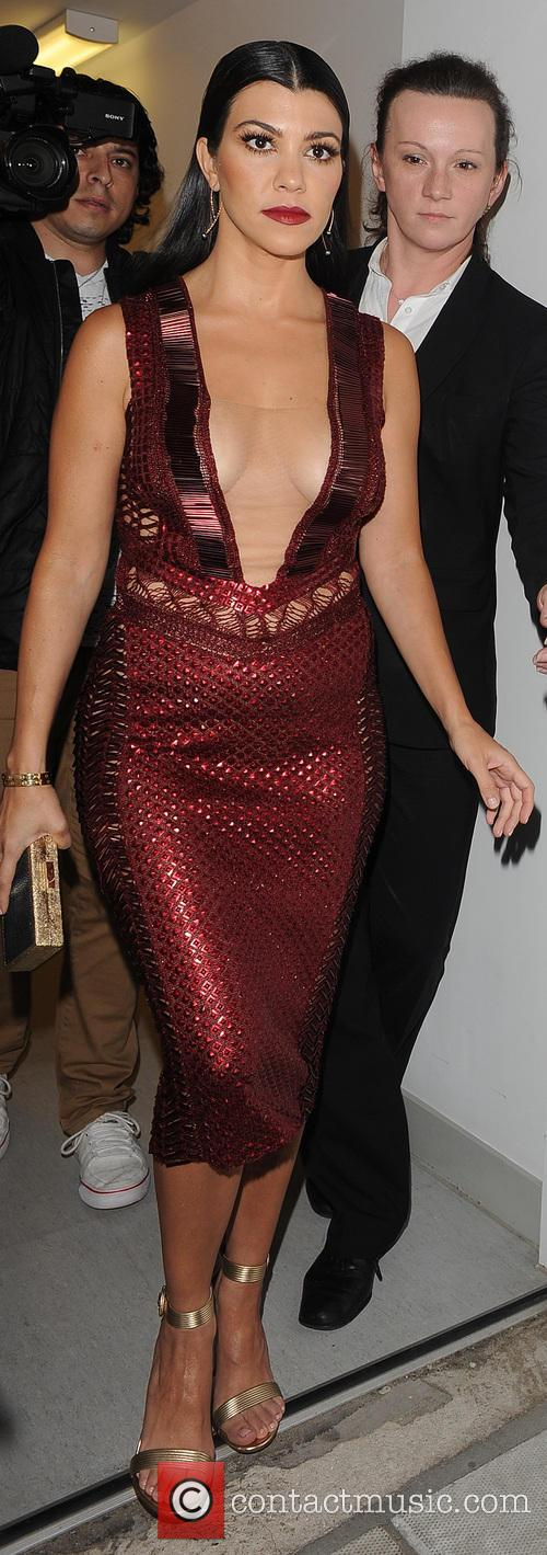 Kourtney Kardashian leaves her hotel, wearing a stunning...