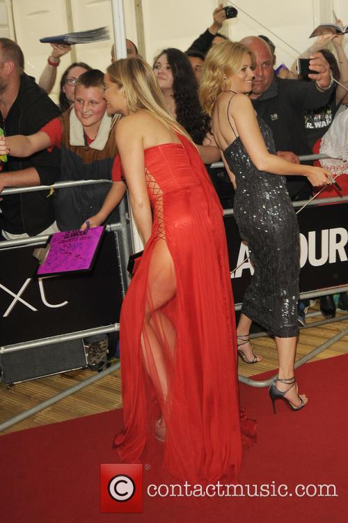 Laura Whitmore and Elizabeth Banks 5