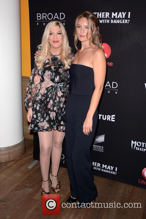 Tori Spelling and Leila George 9
