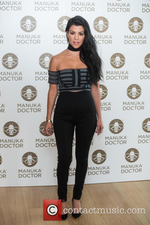 Kourtney Kardashian promotes Manuka