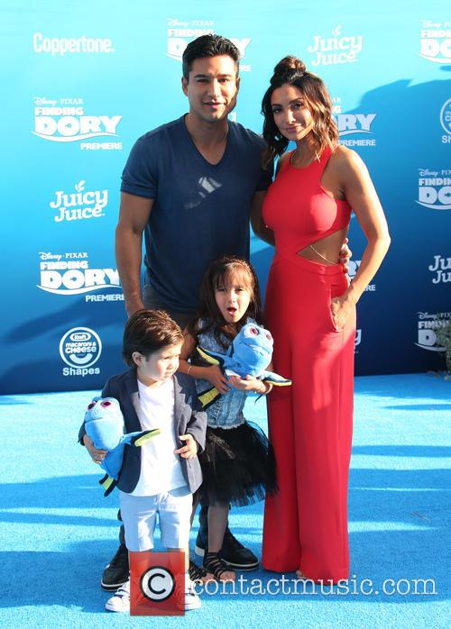 Mario Lopez, Courtney Laine Mazza, Dominic Lopez and Gia Francesca Lopez 1
