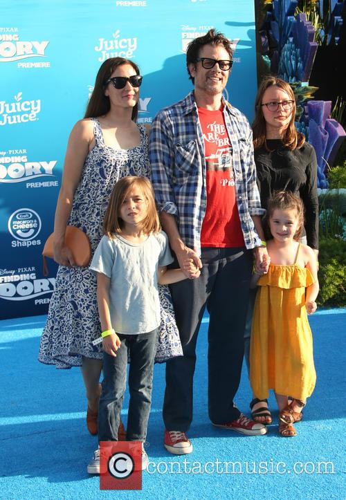 Johnny Knoxville, Naomi Nelson, Madison Clapp, Arlo Clapp and Rocko Akira Clapp 1