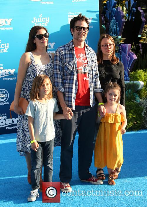 Johnny Knoxville, Naomi Nelson, Madison Clapp, Arlo Clapp and Rocko Akira Clapp 2