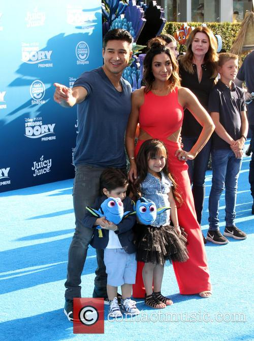 Mario Lopez and Family 1